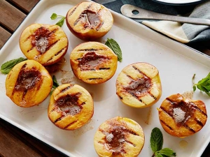 GT0201H_grilled-peaches-with-cinnamon-sugar-butter_s4x3_lg